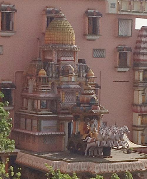 Représentation de Krishna conduisant le char d'Arjuna.
